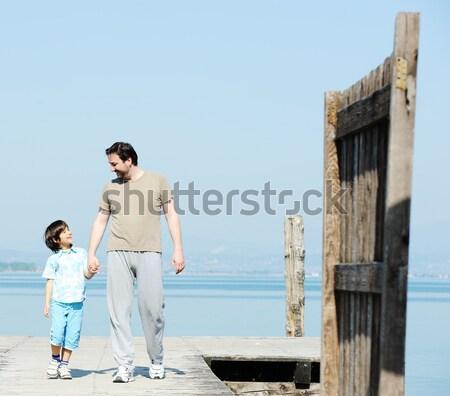 Syn ojca dok piękna jezioro morza plaży Zdjęcia stock © zurijeta