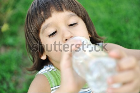 Enfant potable pur eau nature main Photo stock © zurijeta