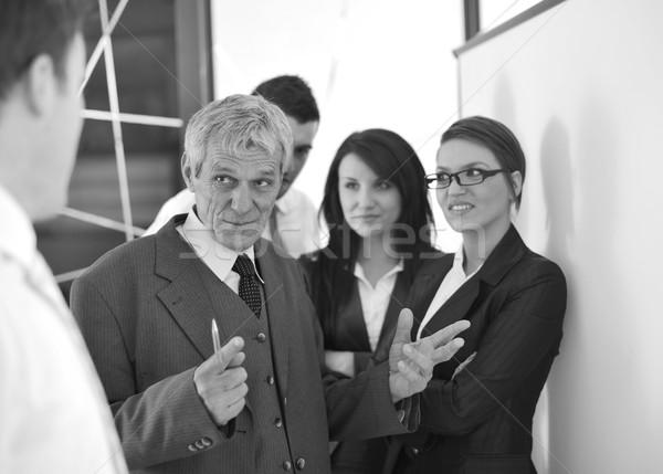 Empresa de pequeno porte equipe escritório discutir projeto Foto stock © zurijeta