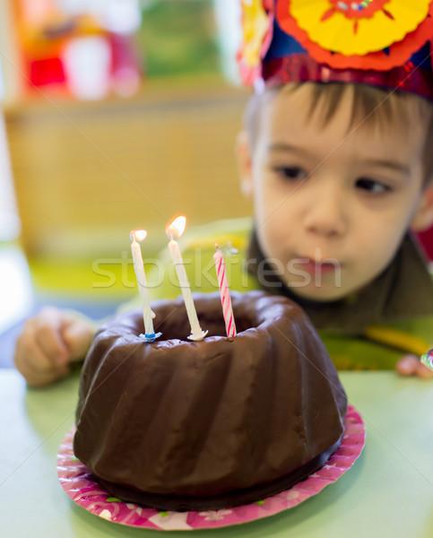 Kicsi aranyos fiú születésnapi buli gyerekek születésnap Stock fotó © zurijeta