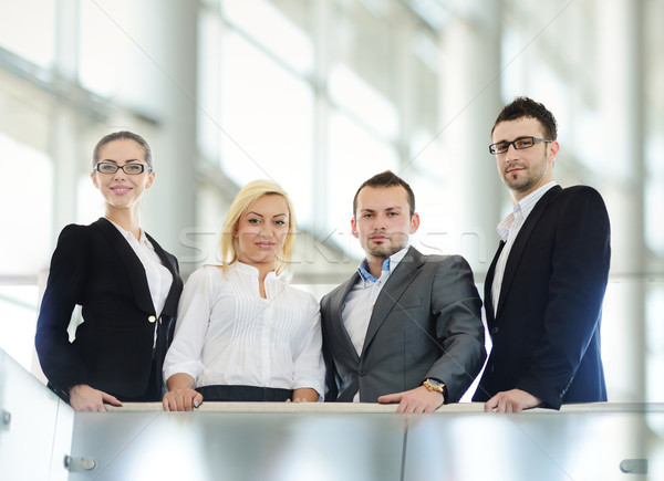 Sikeres üzletemberek áll korlát üzlet nő Stock fotó © zurijeta