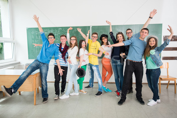 Одноклассники классе позируют зеленый совета Сток-фото © zurijeta