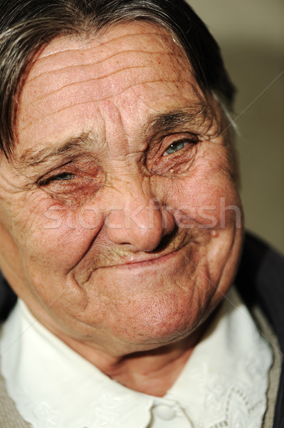 Portret rijpe vrouw groene ogen gelukkig glimlachend vrouw Stockfoto © zurijeta