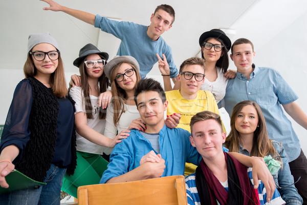 Glimlachend klasgenoten poseren samen klas onderwijs Stockfoto © zurijeta