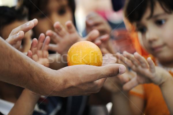 Faminto crianças refugiado acampamento distribuição comida Foto stock © zurijeta