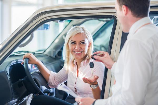 ストックフォト: 幸せ · 女性 · 買い · 車 · 新しい車 · サロン