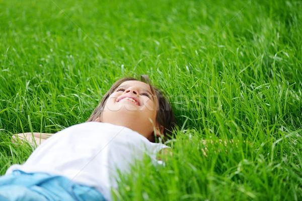 Szczęśliwy mały chłopca pole trawy Zdjęcia stock © zurijeta