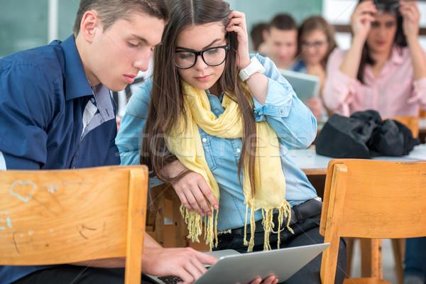 Kettő osztálytársak laptopot használ együtt osztályterem lány Stock fotó © zurijeta