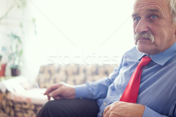 портрет улыбаясь зрелый человек сидят расслабиться расслабляющая Сток-фото © zurijeta