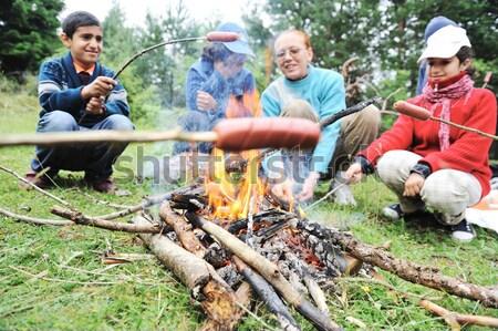 Barbecue természet csoportkép kolbászok tűz jegyzet Stock fotó © zurijeta