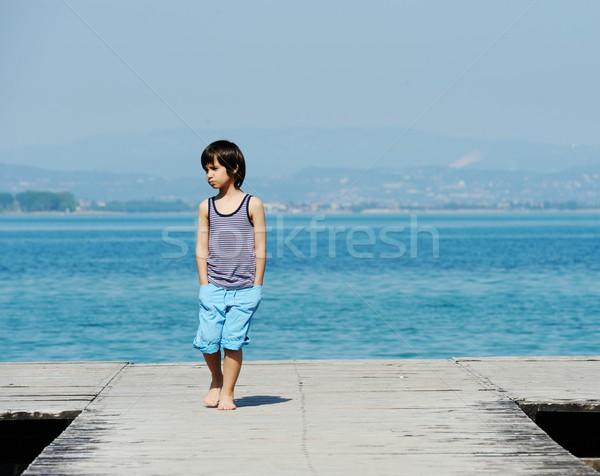 мало мальчика ходьбе док красивой морем Сток-фото © zurijeta