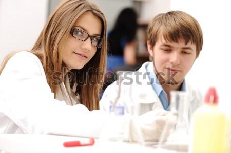 Réussi travail d'équipe à l'intérieur laboratoire recherche jeunes Photo stock © zurijeta