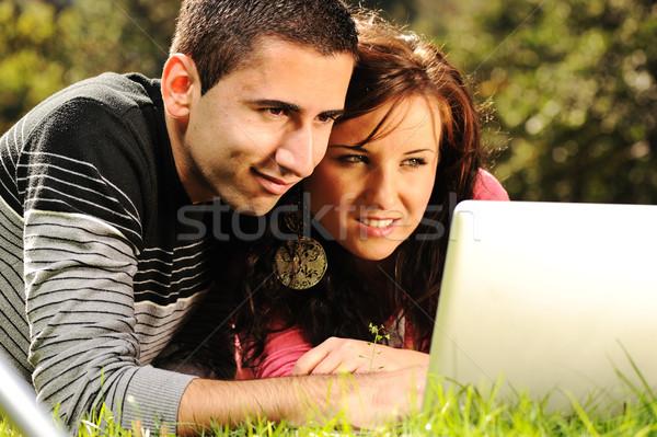 Atrakcyjny człowiek kobieta para parku laptop Zdjęcia stock © zurijeta
