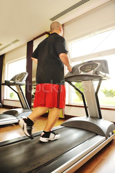 Klaar fitness jonge man lopen lichaam venster Stockfoto © zurijeta