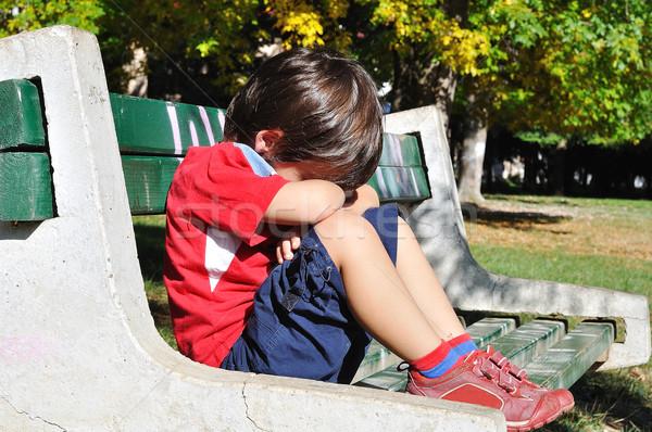 Traurig Kind Park Freien Sommer fallen Stock foto © zurijeta