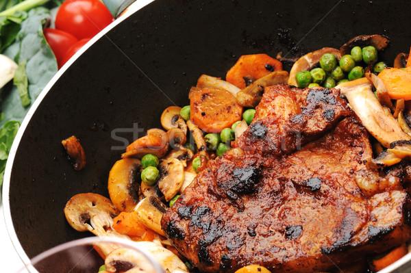Mięsa warzyw zielenina przygotowany pan kuchnia Zdjęcia stock © zurijeta