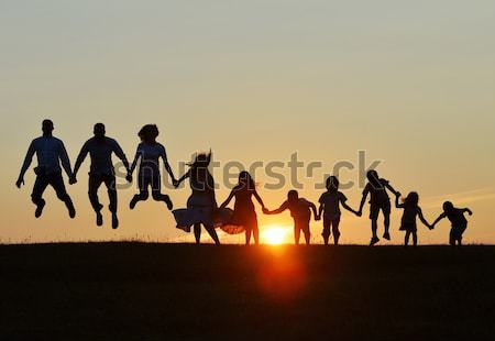 Stok fotoğraf: Siluet · grup · mutlu · çocuklar · oynama · çayır