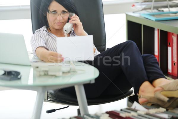 Jonge zakenvrouw vergadering bureaustoel werken vrouwelijke Stockfoto © zurijeta