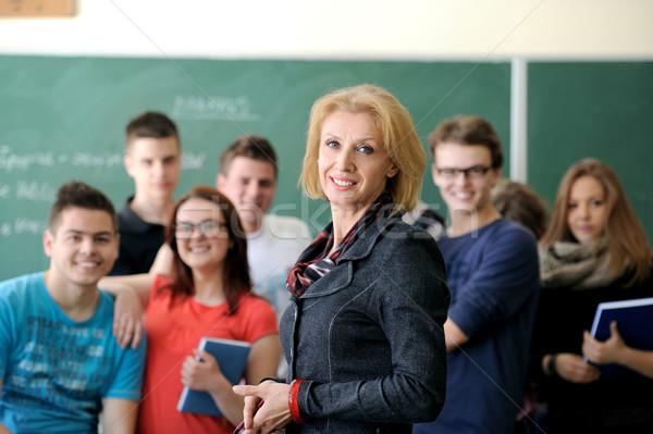 Profesör Öğrenciler ayakta grup kadın kız Stok fotoğraf © zurijeta