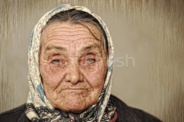 Portret starsza kobieta zielone oczy szalik głowie kobieta Zdjęcia stock © zurijeta