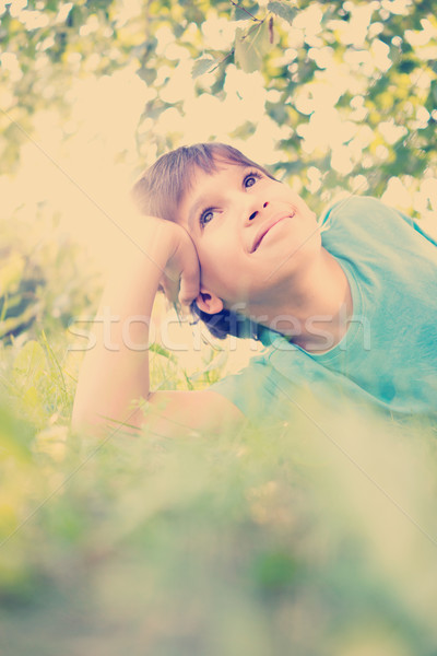 Kid genieten natuur poseren cute jongen Stockfoto © zurijeta