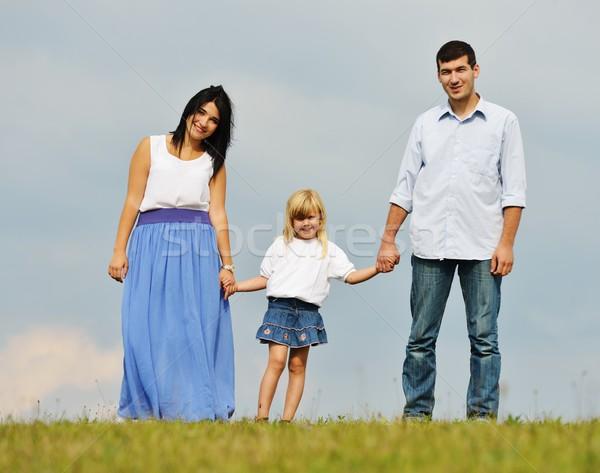 Familia feliz naturaleza feliz jóvenes familia Foto stock © zurijeta