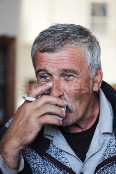 Yaşlı adam bıyık sigara içme sigara içme kahve Stok fotoğraf © zurijeta