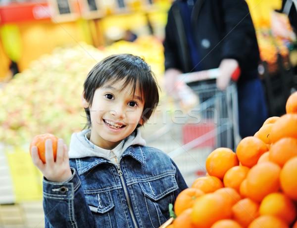 Cute piccolo ragazzo carrello mercato sorriso Foto d'archivio © zurijeta