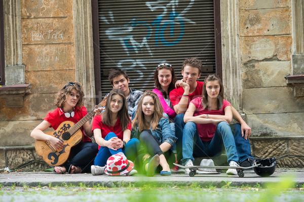 Ragazzi adolescenti ragazze strada città amici Foto d'archivio © zurijeta