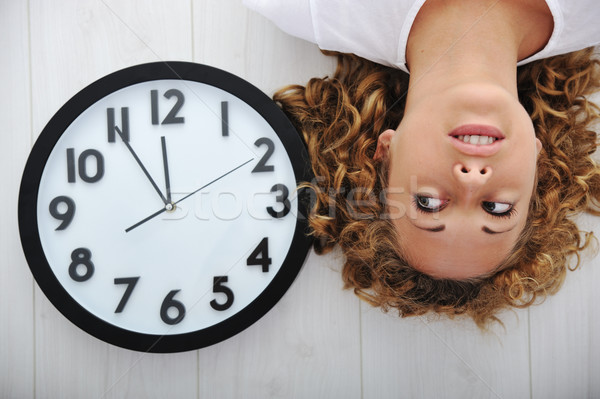 Menina relógio feliz trabalhar tempo Foto stock © zurijeta