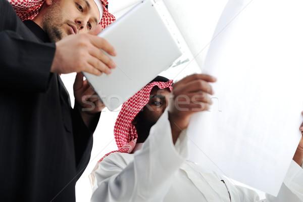 Pessoas de negócios planejamento trabalhar escritório trabalhando comprimido Foto stock © zurijeta