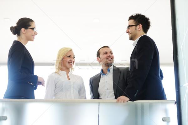 Foto stock: Bem · sucedido · pessoas · de · negócios · real · escritório · em · pé · reunião