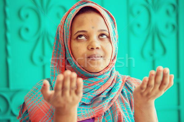 Afrikai muszlim lány imádkozik arc boldog Stock fotó © zurijeta