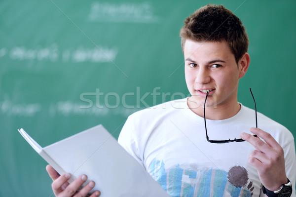 Studenten Schönschreibheft Junge halten Schule Bord Stock foto © zurijeta