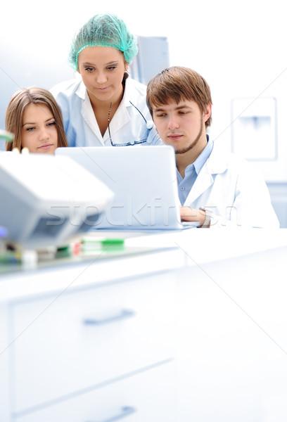 Geslaagd teamwerk binnenkant lab onderzoek jonge Stockfoto © zurijeta