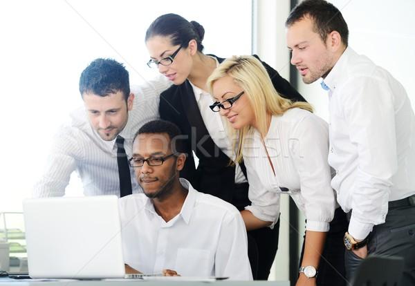 Exitoso gente de negocios debate oficina ordenador Internet Foto stock © zurijeta