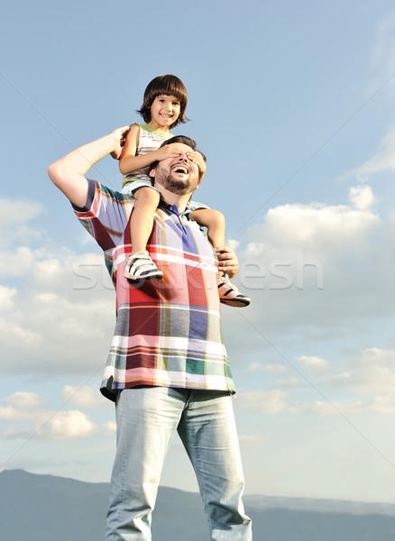 Jovem filho pai de volta piggyback jogar ao ar livre Foto stock © zurijeta