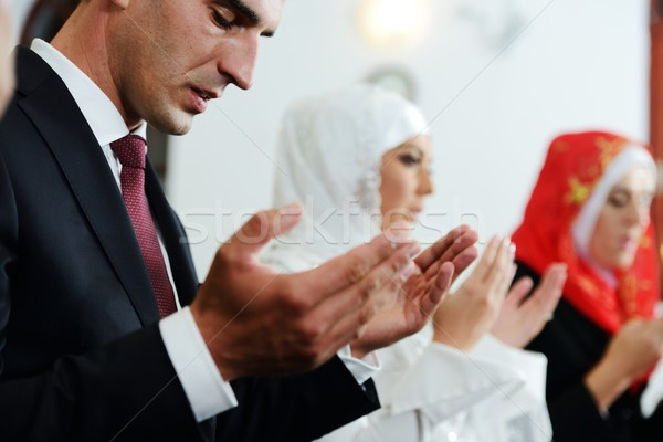 Muçulmano noiva noivo mesquita cerimônia de casamento mulher Foto stock © zurijeta