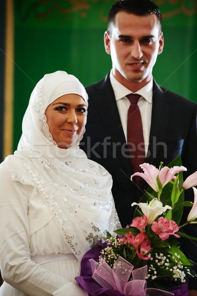 Gyönyörű pár friss házasok víz esküvő szeretet Stock fotó © zurijeta
