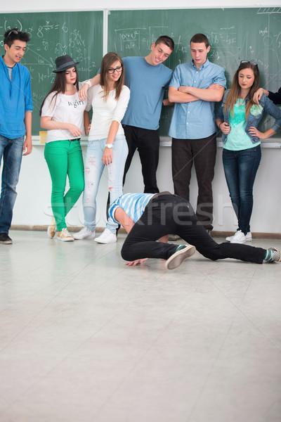 Studenten middelbare school klas dans Stockfoto © zurijeta