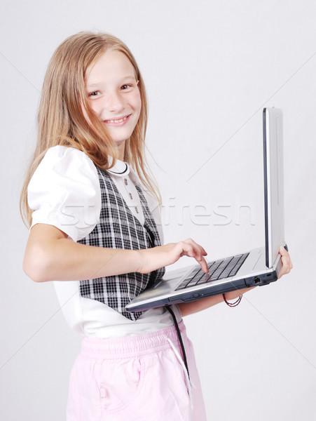 Weinig blond schoolmeisje spelen internet permanente Stockfoto © zurijeta