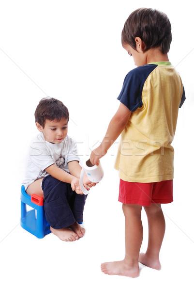 Kid helpen ander een toilet cute Stockfoto © zurijeta
