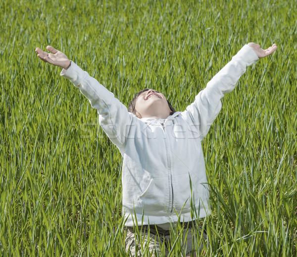 Gelukkig kid mooie groene Geel grasveld Stockfoto © zurijeta
