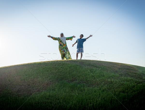 Stock fotó: Muszlim · nő · fiú · sziluett · mosoly · fű