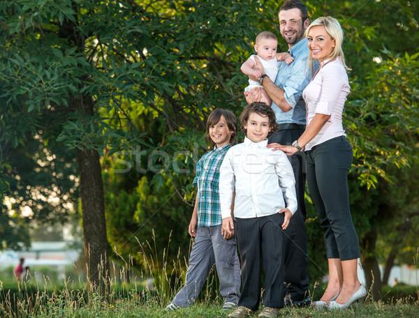 Idilli család park portré boldog tavasz Stock fotó © zurijeta