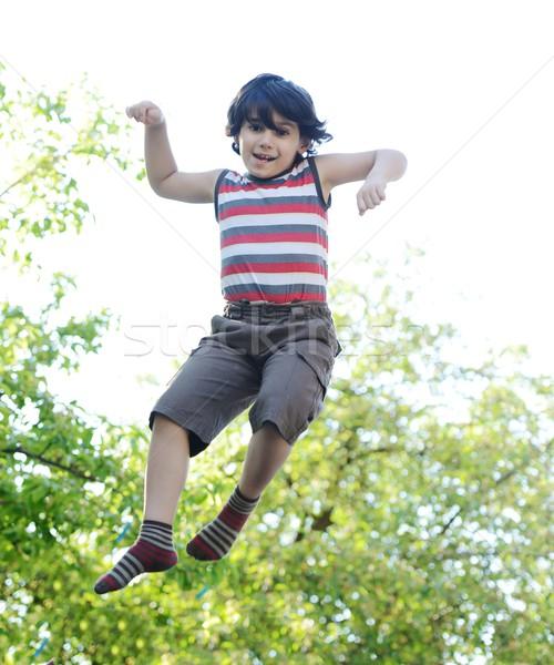 Stok fotoğraf: Küçük · erkek · atlama · eller · dışında · gökyüzü