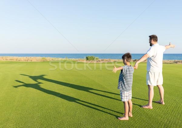 Kinder Schatten Gras Familie Frühling Natur Stock foto © zurijeta