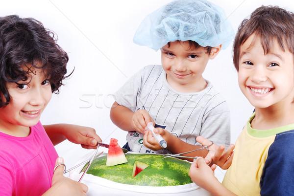 Gyerekek játszik körül víz dinnye műtét Stock fotó © zurijeta