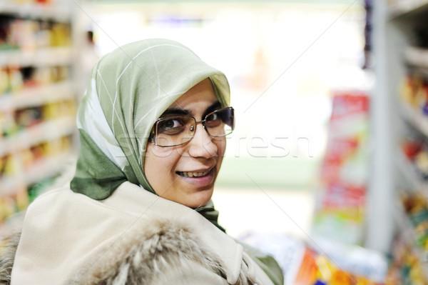 Cute weinig jongen winkelwagen markt vrouw Stockfoto © zurijeta