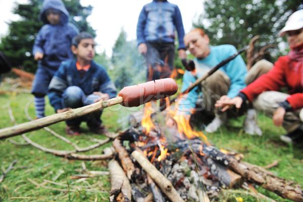 Barbecue natuur groep mensen worstjes brand nota Stockfoto © zurijeta